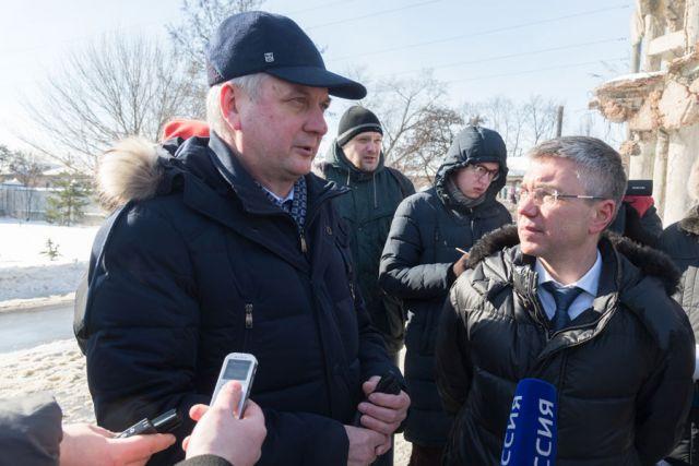 Александр Гусев и Евгений Ревенко обсудили, как можно сохранить памятник.