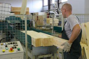 На заводе трудятся 40 человек.