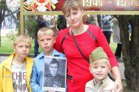 Многодетная мама Наталья Грицунова с младшими сыновьями.