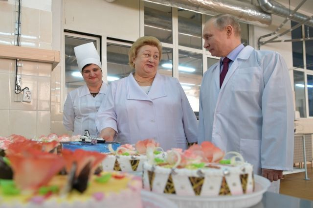 Путин осмотрел кондитерский комбинат в Самаре