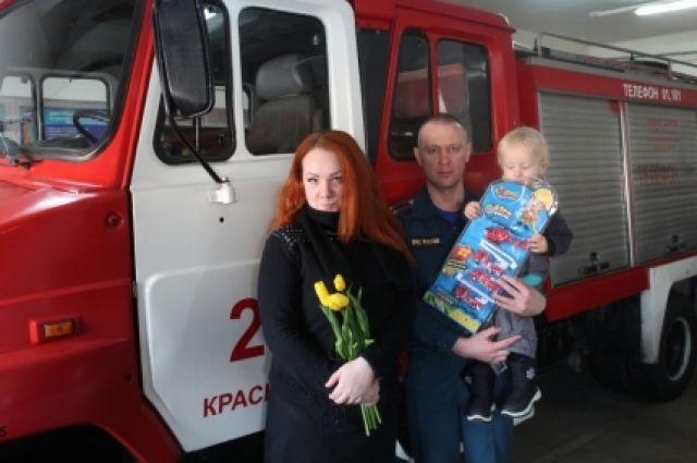 Девушку наградили ценным подарком и благодарственным письмом.