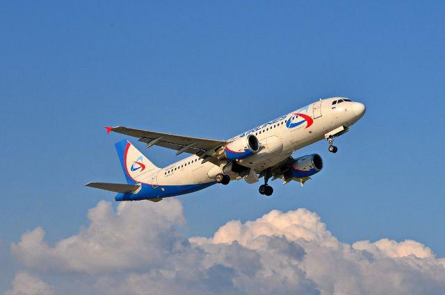 Самолет пролетел над Новосибирском.