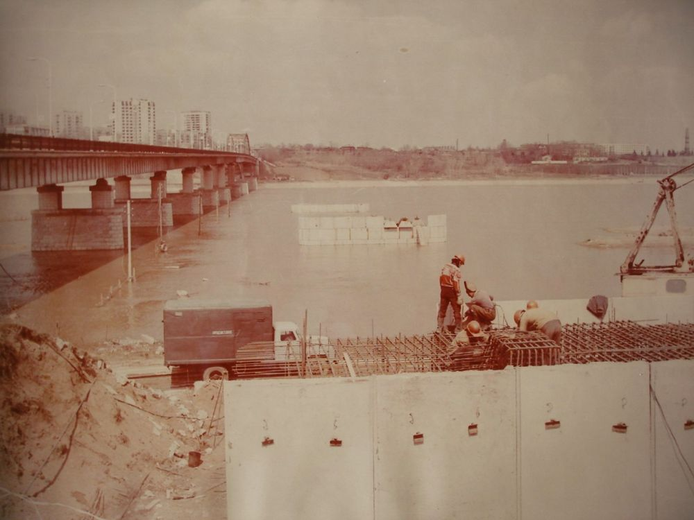Строительство второго моста через Белую.