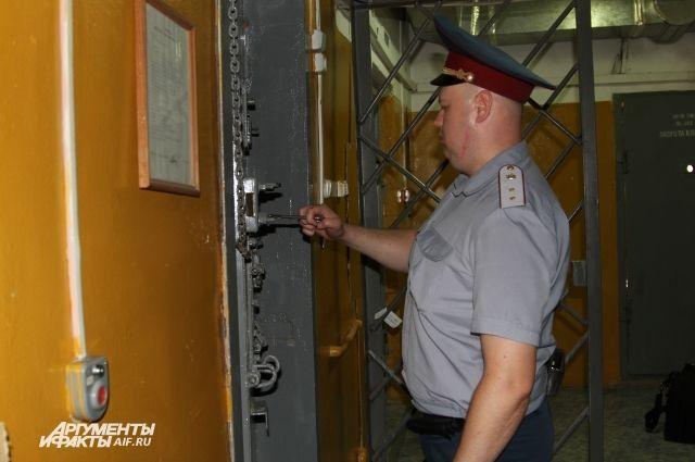 Как бы не старались осужденные обхитрить сотрудников режимной службы, попытки эти, как правило, строго пресекаются