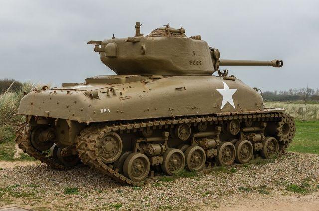 Армейская бригада под Санкт-Петербургом получила американский танк «Шерман»