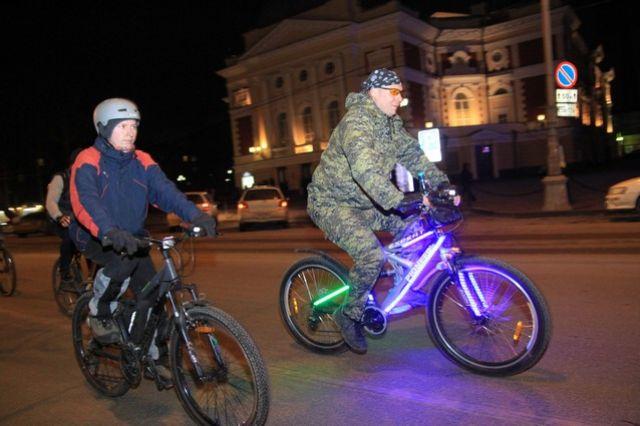Участников просят украсить велосипеды огоньками и фонариками.