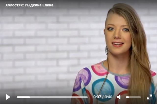 Елена работает секс-коучем, увлекается спортом и психотерапией.
