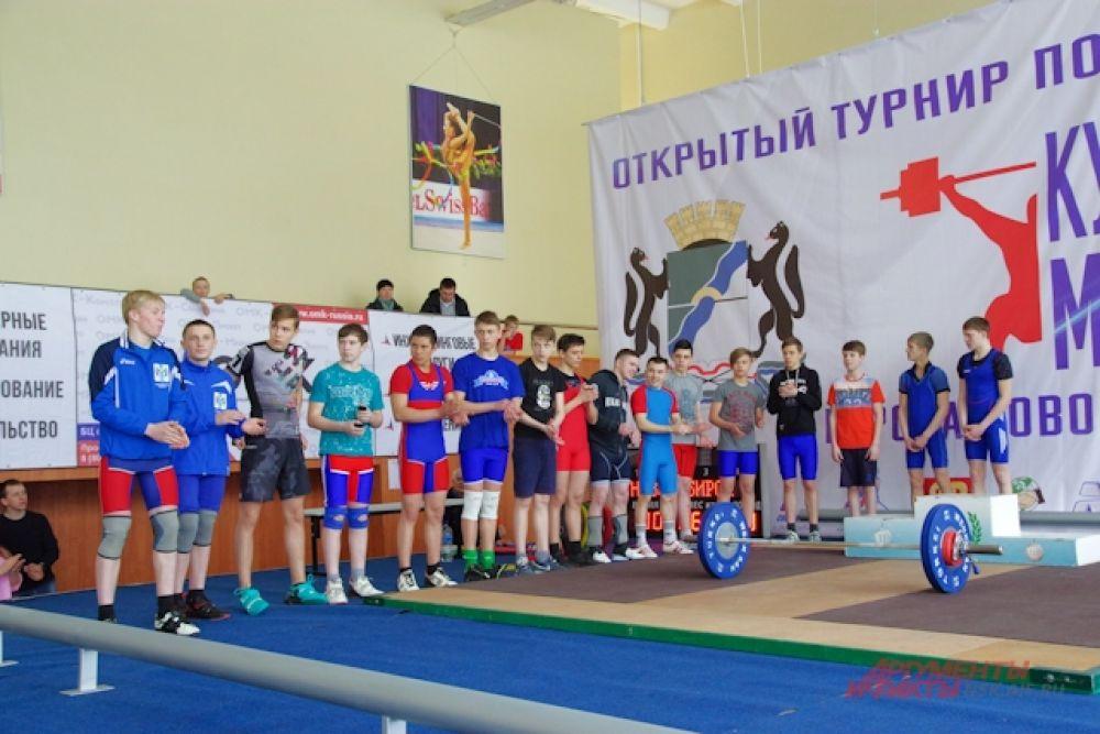 Участвовали также сильнейшие атлеты города, занимающиеся кроссфитом.