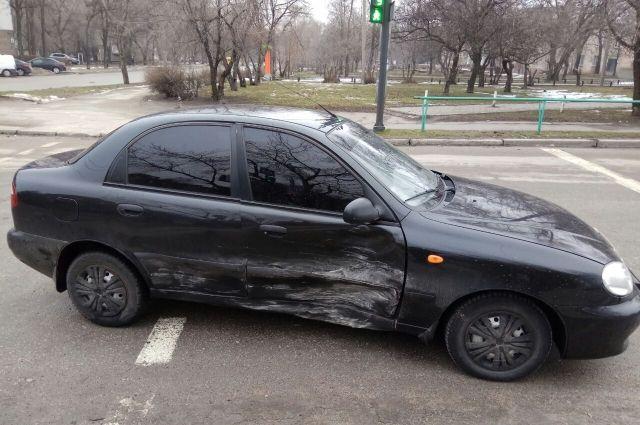 В Запорожье столкнулись две машины: в лобовом ДТП пострадала женщина