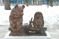 Димитровградцам медведь с ёжиком полюбились, а вандалы пытались нарушить их чаепитие.