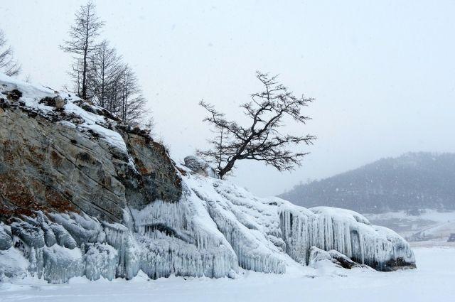 Озеро Байкал зимой.