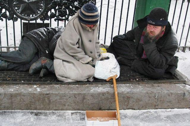 Те, кто живет на улице, знают, где найти еду и выпивку.