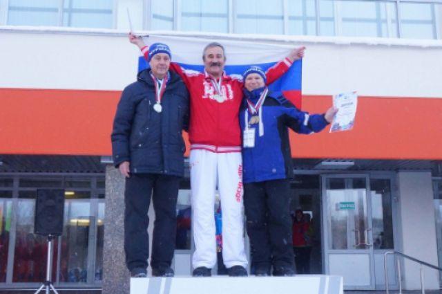 Житель Светлогорска завоевал 11 медалей на ЧМ по плаванию в ледяной воде.