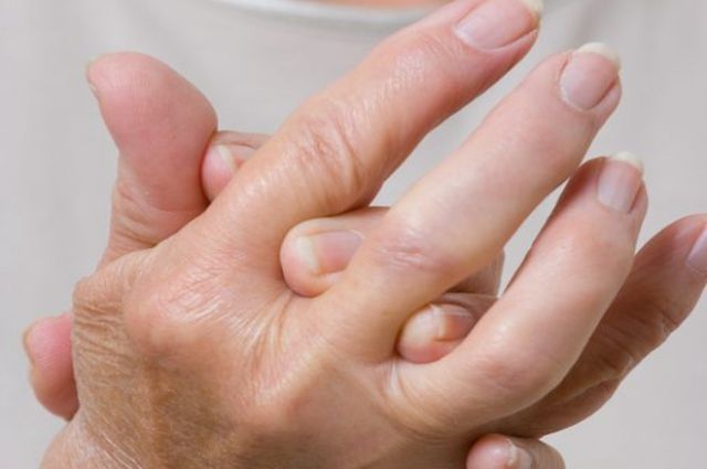 Артроз может развиться из-за чрезмерных нагрузок или травмы суставов.