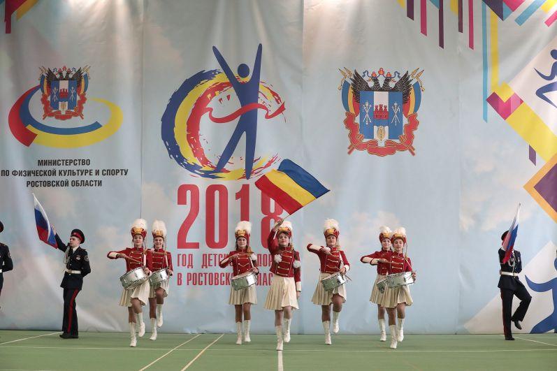 На торжественную церемонию открытия первенства России и Всероссийских соревнований по современному пятиборью собрались  около тысячи юных атлетов.