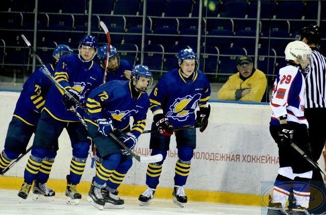 Пензенские хоккеисты продолжают борьбу за медали.
