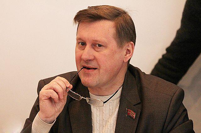 Анатолий Локоть предложил два варианта решения вопроса.