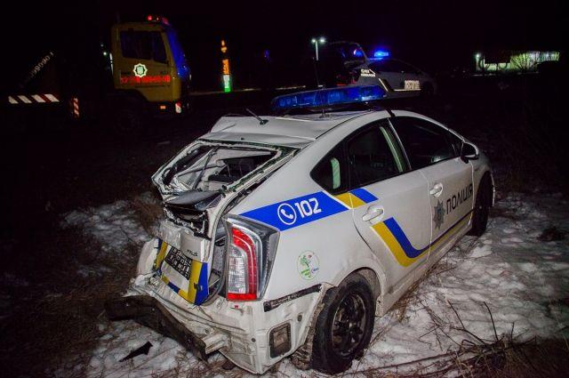 Под Днепром автомобиль полиции столкнулся с грузовиком