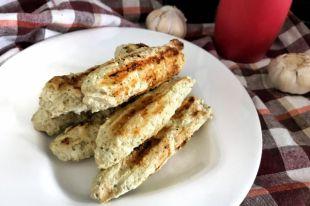 Для вкусных и безвредных сосисок нужно всего 4 ингредиента.
