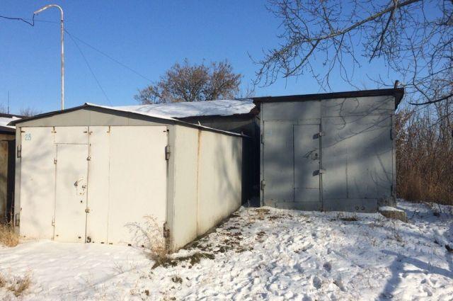 Металлический гараж легко демонтировали