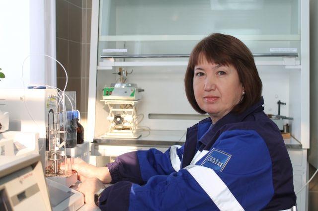 Фирия Имайкина -  главная наставница для новичков в лаборатории.