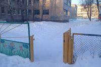 Калитка на территорию сада не оборудована домофоном.