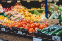В Омской области зафиксировали рост цен на овощи и фрукты.