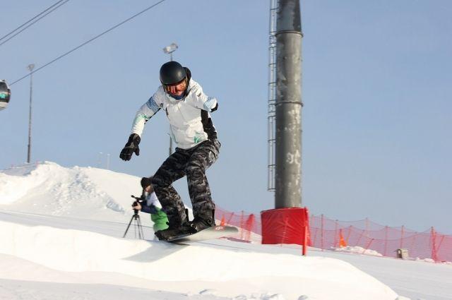 Спортсмен принимает участие в XII Паралимпийских зимних играх.