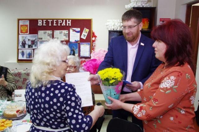 Депутат поздравил женщин ветеранской организации с 8 Марта.