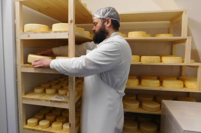 Производство сыра налажено при Александро-Невской Лавре.