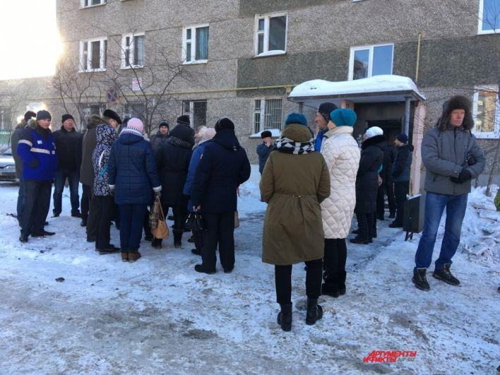 Жильцы двух подъездов впервые зашли внутрь после проверок комиссий.