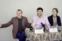 Главный режиссёр Евгений Рогулькин, директор Михаил Мальцев и актёр Тимофей Греков пообщались с журналистами.