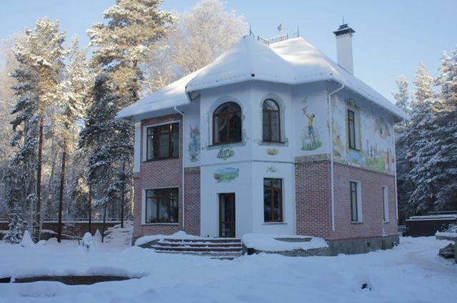 Дом в Подгородке похож на замок.