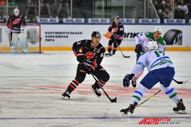 Омские хоккеисты проведут решающий матч серии.