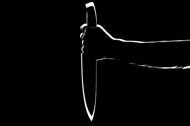 Прохожие поймали мужчину с ножом
