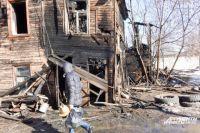 Дома в районе пл. Сенной огонь пожирает из года в год.