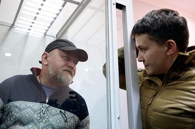 Владимир Рубан иНадежда Савченко вовремя судебного заседания вКиеве.