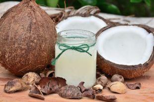 Кокосовое масло высшей очистки - жидкое и прозрачное, но в прохладном помещении затвердеет и будет белым.