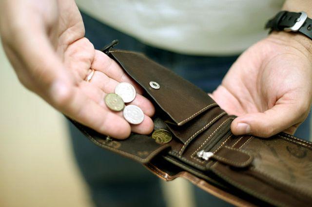 Минимальной зарплаты едва хватает, чтобы дотянуть до следующей.
