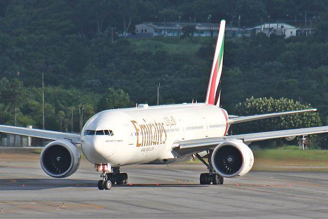 Член экипажа выпал из самолета Emirates в Уганде