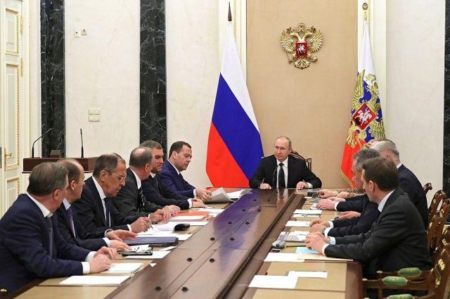 Путин обсудил с Совбезом РФ отношения с Великобританией