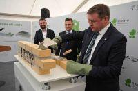 Николай Любимов закладывает первый камень в строительство завода.