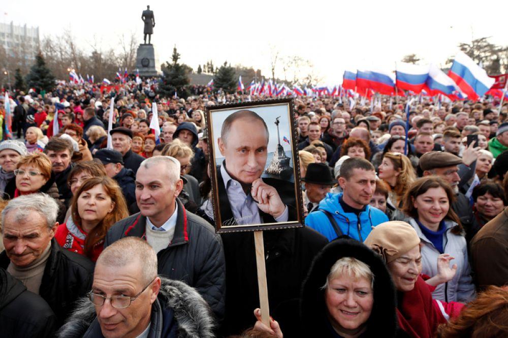 Митинг, посвященный четвертой годовщине присоединения Крыма к России, Севастополь.