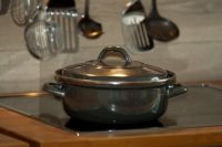 Кастрюли и сковородки украли прямо с кухни