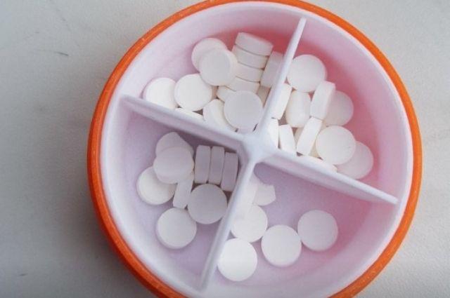 Девочка принесла в школу неизвестные таблетки.