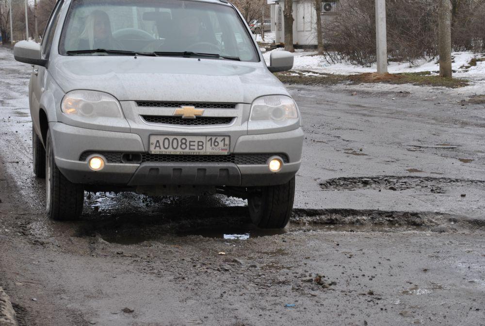 Буд-то не зима, а война прошла поэтим шахтинским улицам.