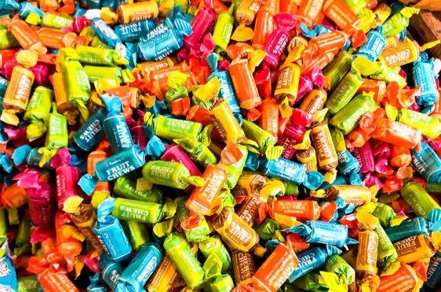 Подростки вломились в дом к местной жительнице и забрали конфеты.
