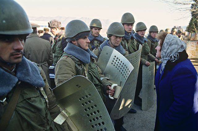 Армяно-азербайджанский конфликт. Введение чрезвычайного положения на территории Нагорно-Карабахской автономной области.