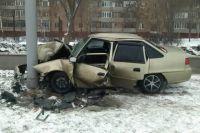 В Оренбурге Daewoo Nexia врезалась в столб, пострадал водитель.
