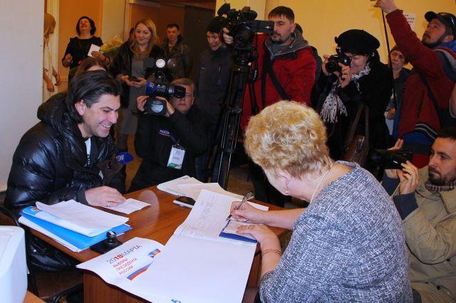 Даже во время рабочей поездки Николай нашел время для участия в выборах 2018.